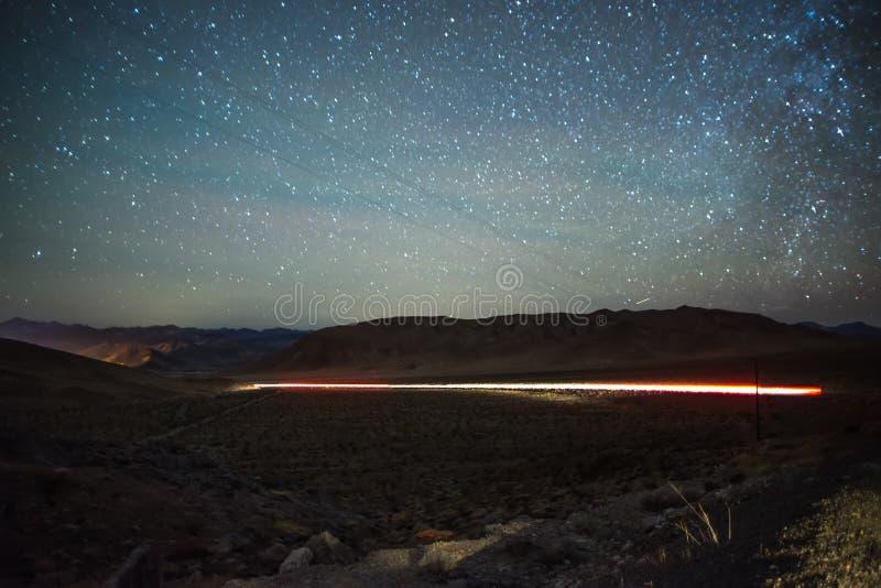 在日落的长的曝光射击在拉斯维加斯和美国佬玩的贼好附近的红色岩石峡谷 库存照片