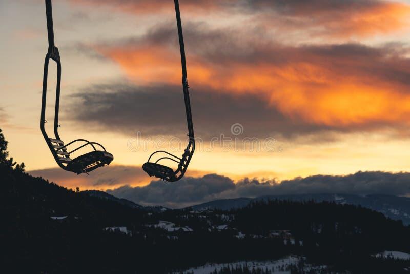 在日落的驾空滑车在蒙大拿 免版税库存照片