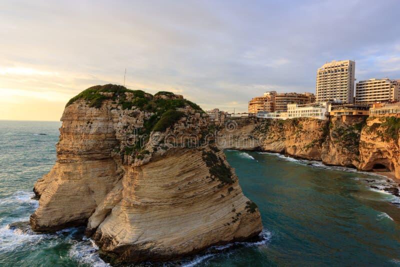 在日落的鸽子岩石在贝鲁特 免版税库存照片