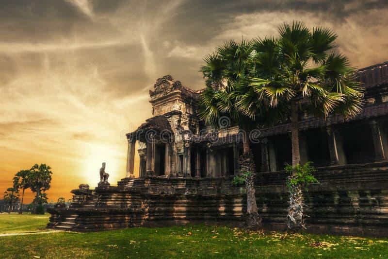 在日落的吴哥城寺庙 Angkor Wat,柬埔寨 图库摄影