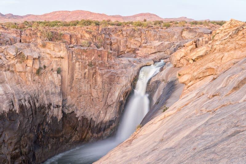 在日落的主要Augrabies瀑布 库存图片