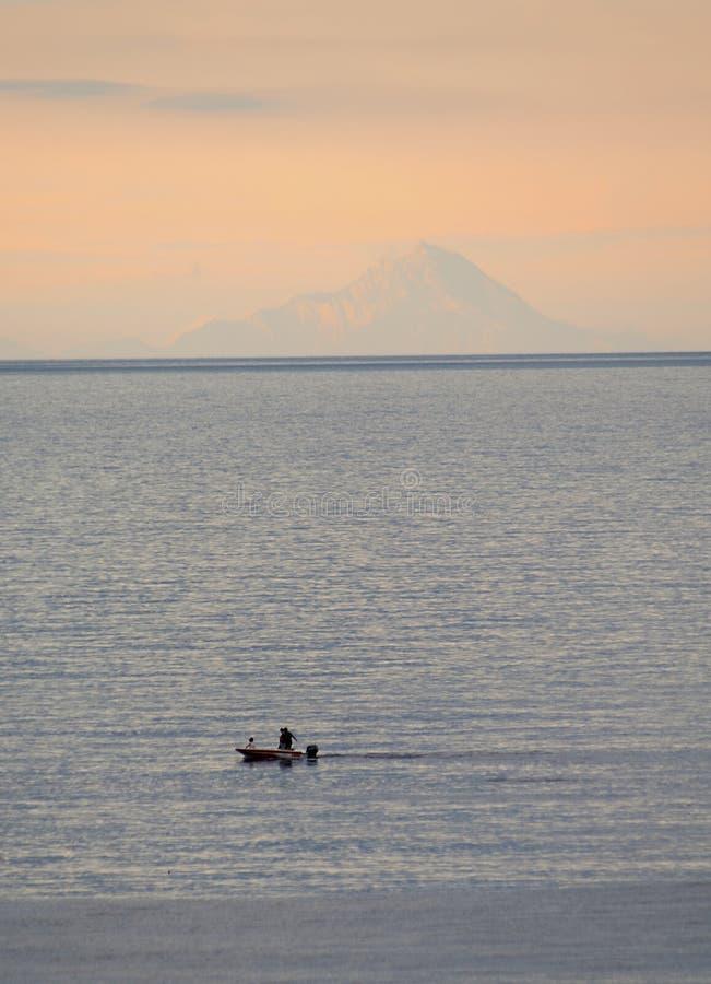 在日落的Athos山 爱琴海希腊海运 库存照片