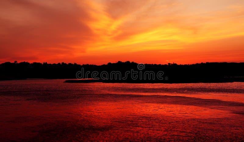 在日落的Budliegh海滩 免版税库存图片