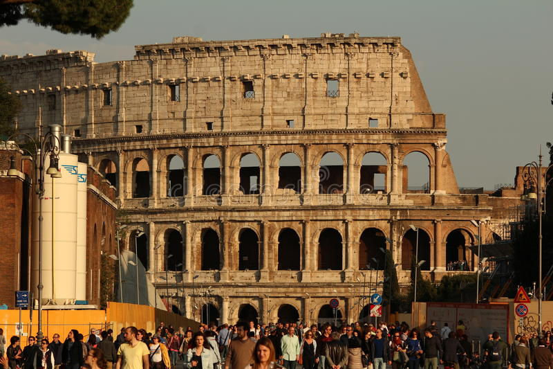 在日落的Colosseum 免版税库存照片