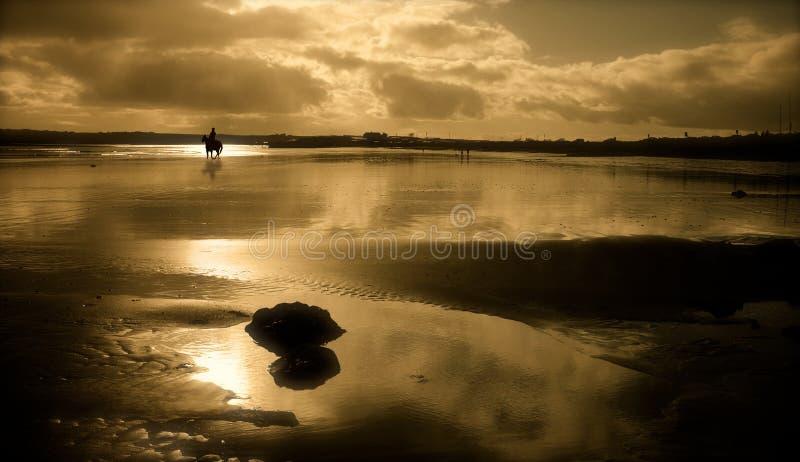 在日落的Garryvoe海滩 免版税库存图片