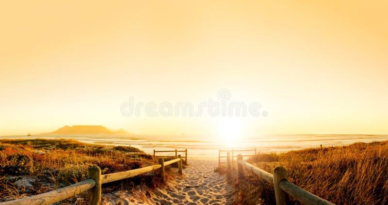 在日落的hdr海洋 图库摄影