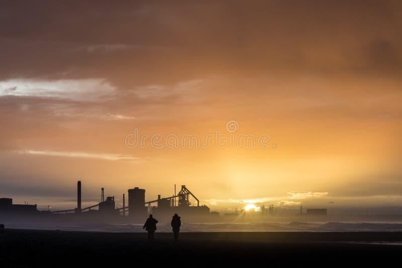 在日落的Redcar海岸 英国的北部东海岸 免版税图库摄影