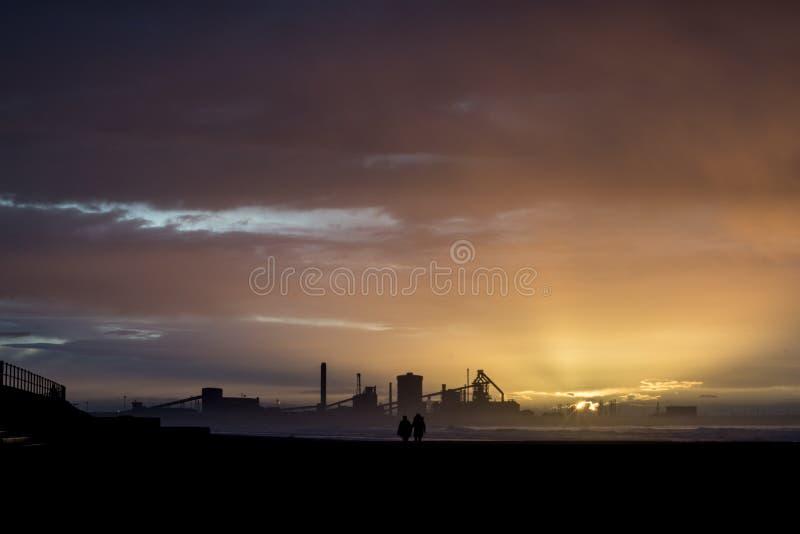 在日落的Redcar海岸 英国的北部东海岸 免版税库存照片