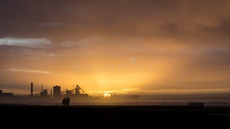 在日落的Redcar海滩 行业背景 库存照片