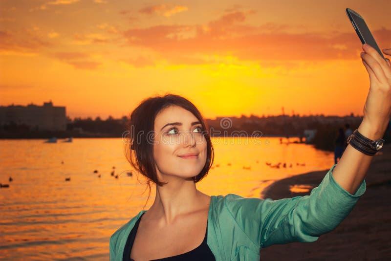 在日落的Selfie 库存图片