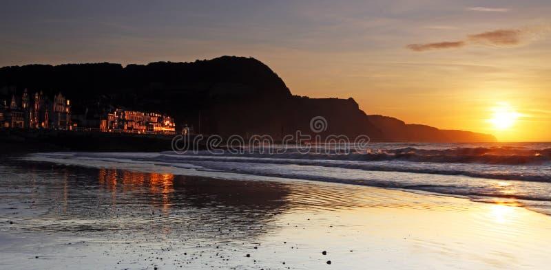 在日落的Sidmouth海滩 免版税库存图片