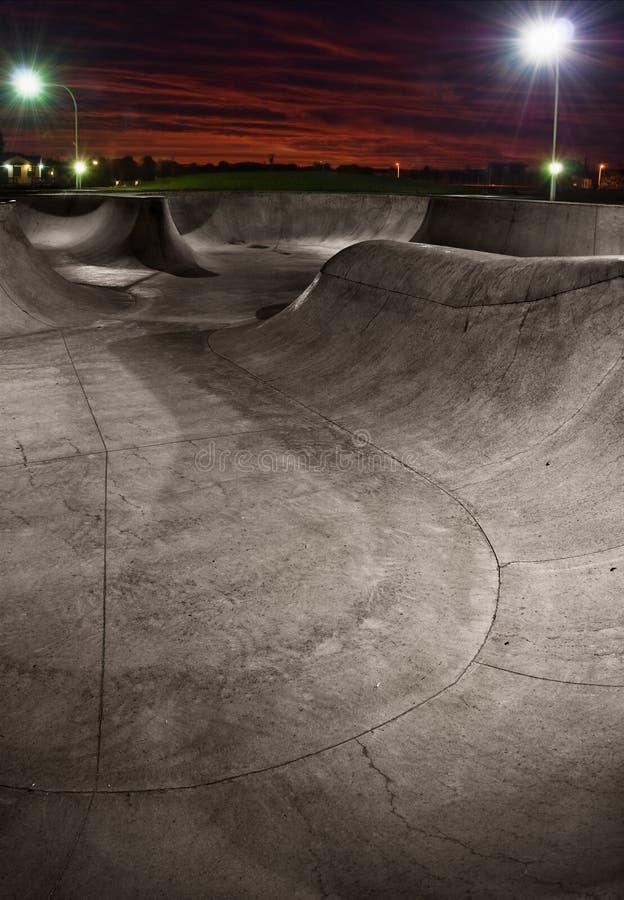 在日落的Skatepark 免版税库存照片
