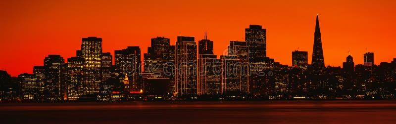 在日落的Transamerica大厦 库存照片