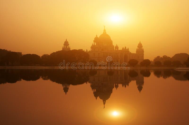 Download 在日落的Victoria纪念湖反射 库存照片. 图片 包括有 博物馆, 艺术, 反映, bengals, 印第安语 - 62527280