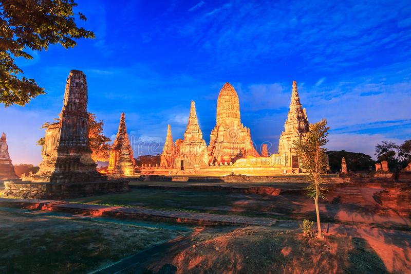 在日落的Wat Chaiwatthanaram 库存图片