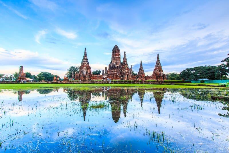 在日落的Wat Chaiwatthanaram 免版税图库摄影