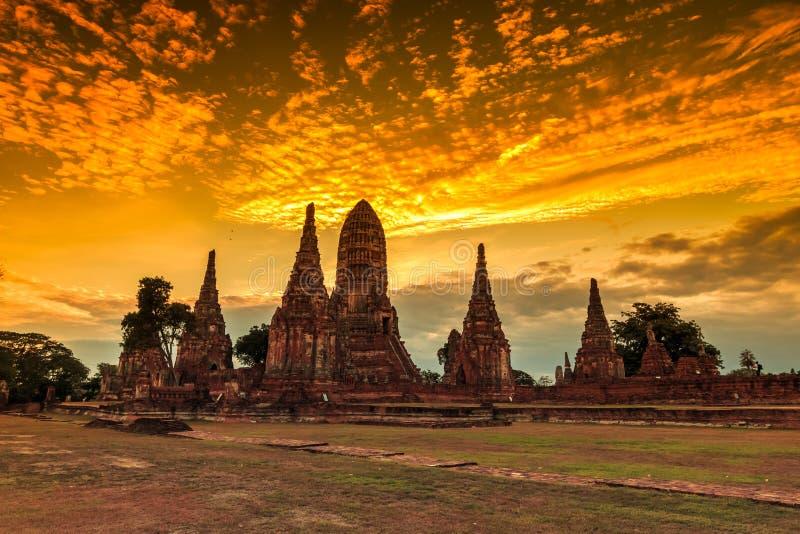 在日落的Wat Chaiwatthanaram 免版税库存照片