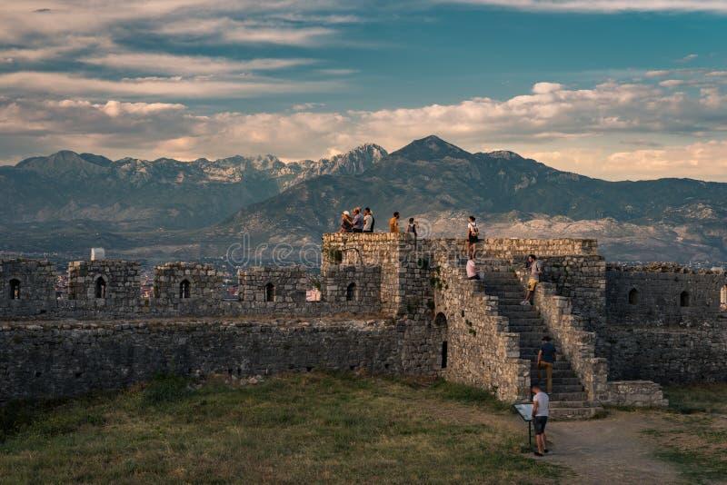 在日落,什科德拉,阿尔巴尼亚的Rozafa城堡 免版税库存图片