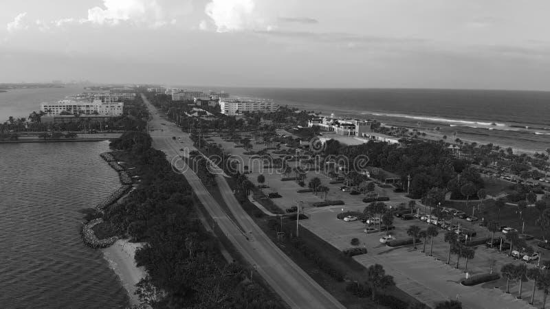 在日落,全景鸟瞰图,佛罗里达的湖价值 库存图片