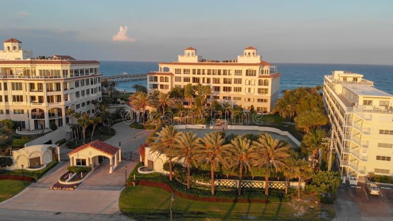 在日落,全景鸟瞰图,佛罗里达的湖价值 免版税库存图片