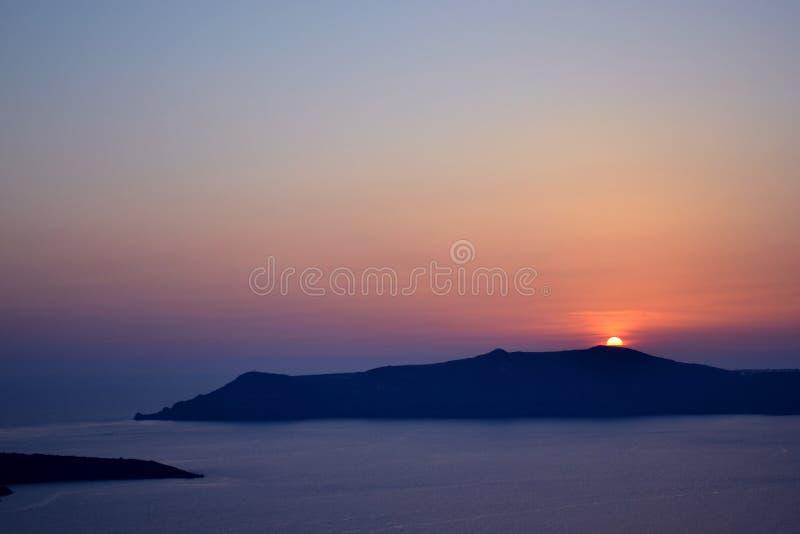 在日落,圣托里尼期间的破火山口视图 库存照片