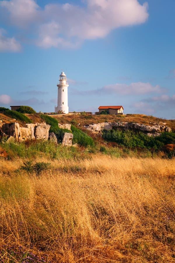 在日落,帕福斯,塞浦路斯的灯塔塔 图库摄影