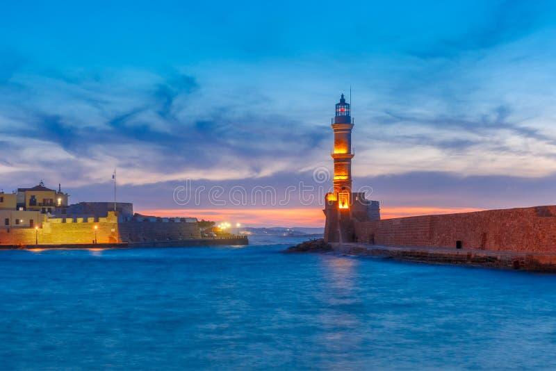 在日落,干尼亚州,克利特,希腊的灯塔 库存图片