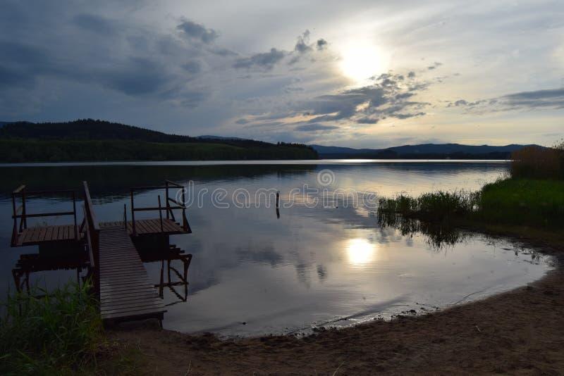 在日落,捷克的利普诺水坝 库存照片