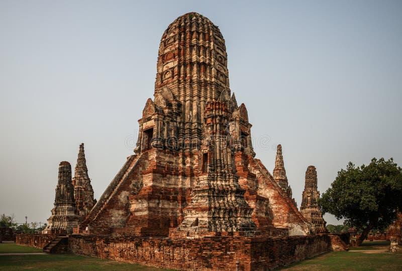 在日落,晁Phraya盆地,中央泰国,泰国的Wat Chaiwatthanaram 库存照片
