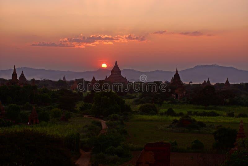 在日落,缅甸,亚洲前的Bagan 库存图片