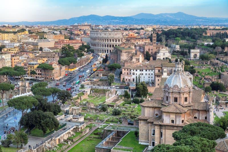 在日落,罗马,意大利的罗马地平线 库存照片