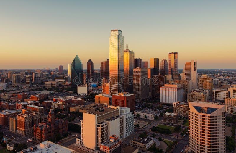 在日落,美国的达拉斯,得克萨斯都市风景 免版税库存照片