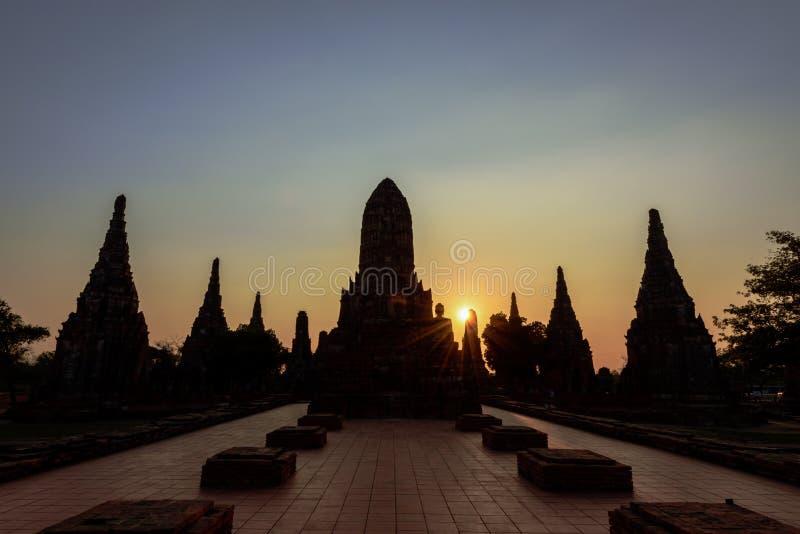 在日落,阿尤特拉利夫雷斯历史公园,泰国的Wat Chaiwatthanaram, 库存照片