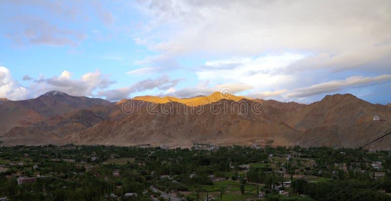 在日落, HDR的美丽的喜马拉雅山 免版税库存图片