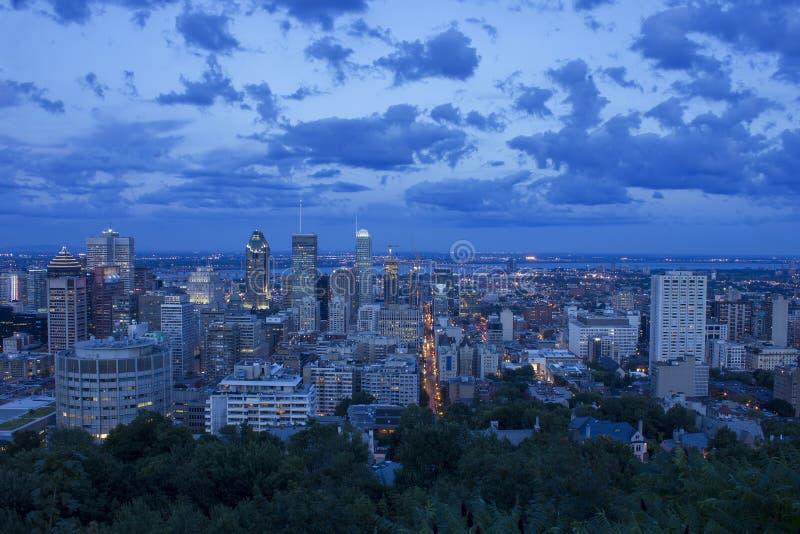 在日落以后的蒙特利尔地平线 免版税库存图片