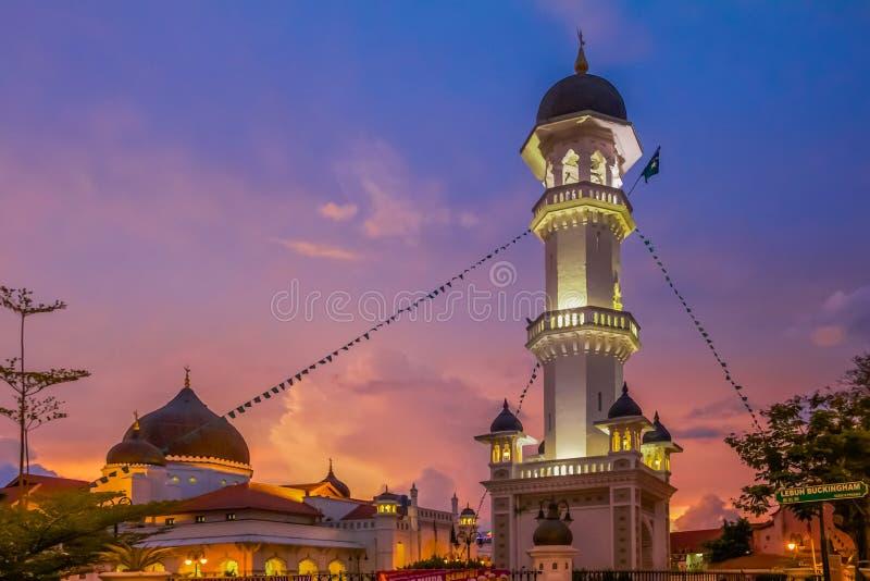 在日落以后的Kapitan Keling清真寺 免版税图库摄影
