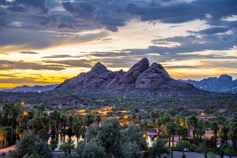在日落以后的Papago公园 库存图片