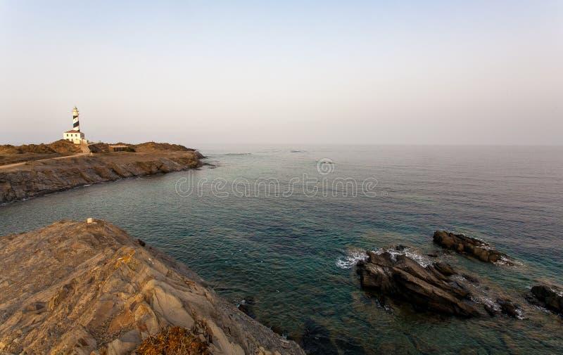在日落-梅诺卡岛Baleari的Favaritx灯塔 库存照片