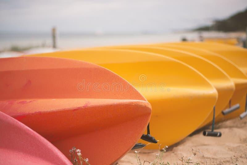 在日间海滩的皮船 库存照片
