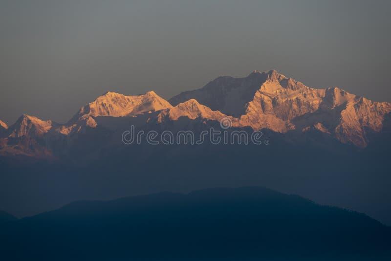 在早晨光,西孟加拉邦,印度的Kanchenjunga山 图库摄影