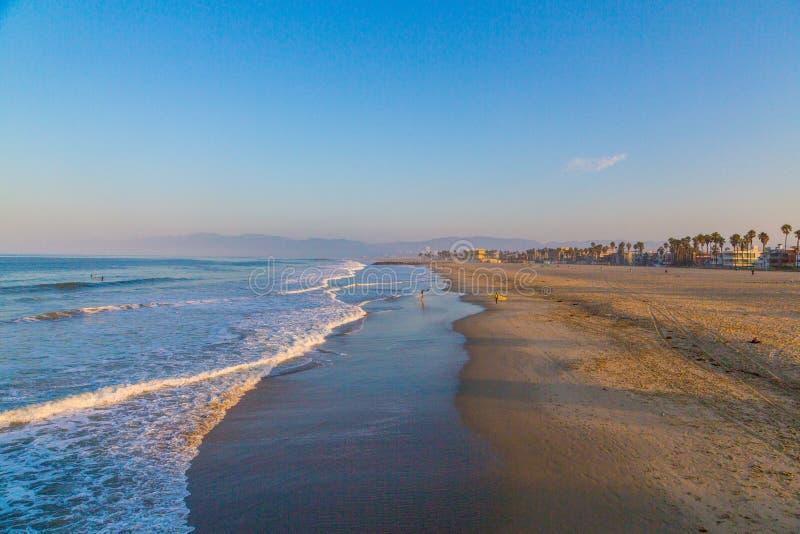 在早晨日出期间的令人惊讶的威尼斯海滩 免版税库存图片