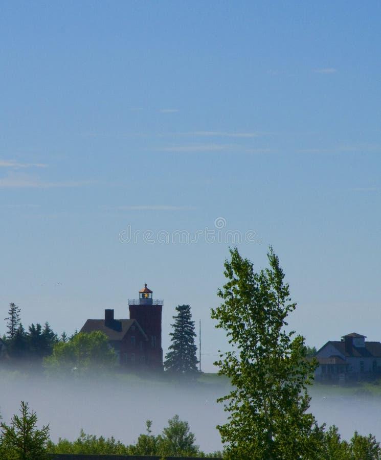 在早晨薄雾的两个港口灯塔 库存图片