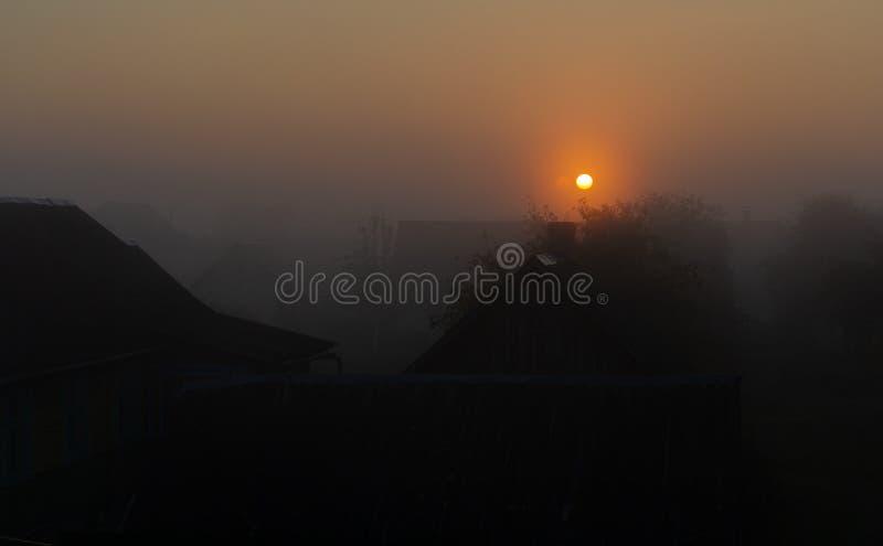 在早晨薄雾的柔和的光 库存图片