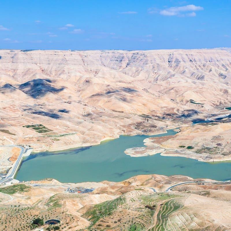 在旱谷Mujib河和Al Mujib水坝上看法  免版税库存图片