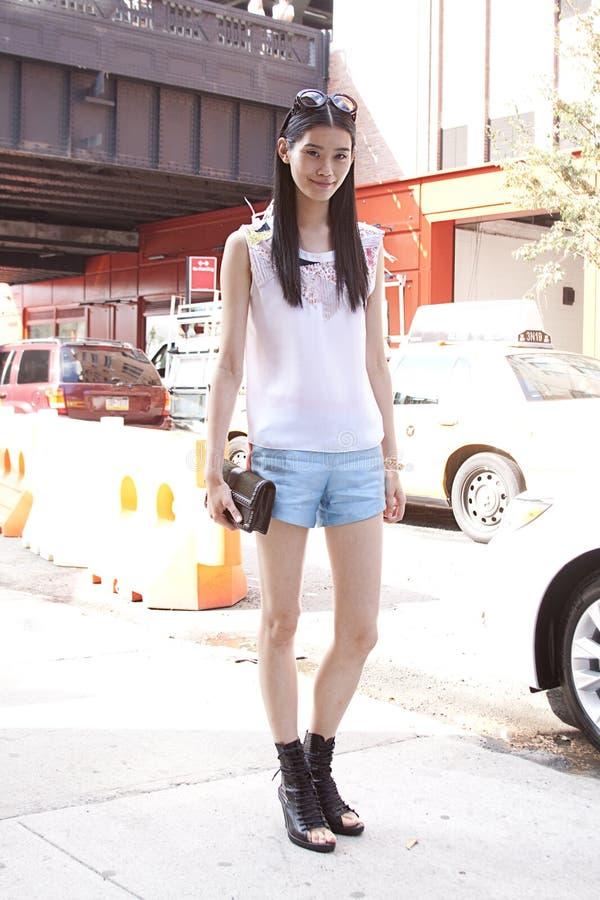 在时尚星期期间,亚洲时装模特儿夏天街道样式 库存照片