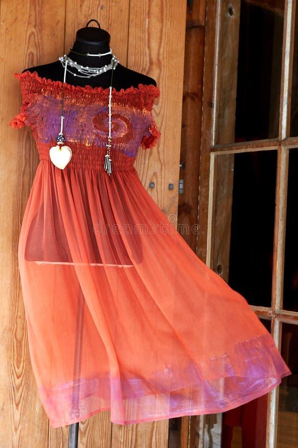 在时装模特的妇女的礼服 免版税库存照片