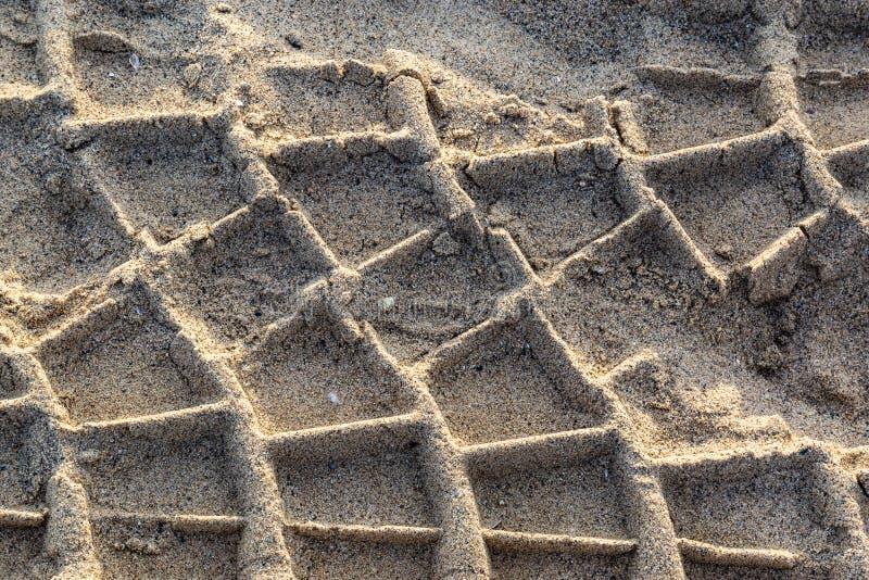 在时间沙子的轮胎标记  库存照片