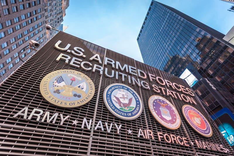 在时代广场纽约的美国武力征兵站 库存图片