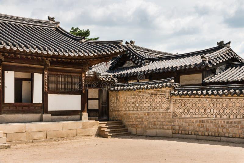 在昌德宫宫殿的传统韩国建筑学在汉城,韩国 免版税库存照片