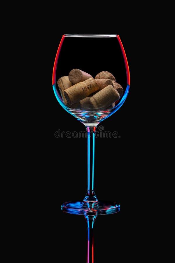 在明亮的照明的葡萄酒杯 免版税库存照片